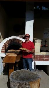 Und zur Stärkung am Ende eines ereignisreichen Tages: selbstgebackenes Brot in Burggarten Süd - und dazu: prämierte Spitzengewächse aus 2013.